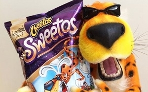 chester cheetah gets sweet on easter 01 26 2015
